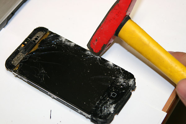 iphone-2g-screen-replacement-hammer